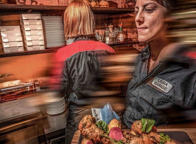 leura-garage-waiter